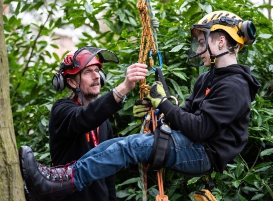 Arboreiculture Lecturer instructing a student before a climb